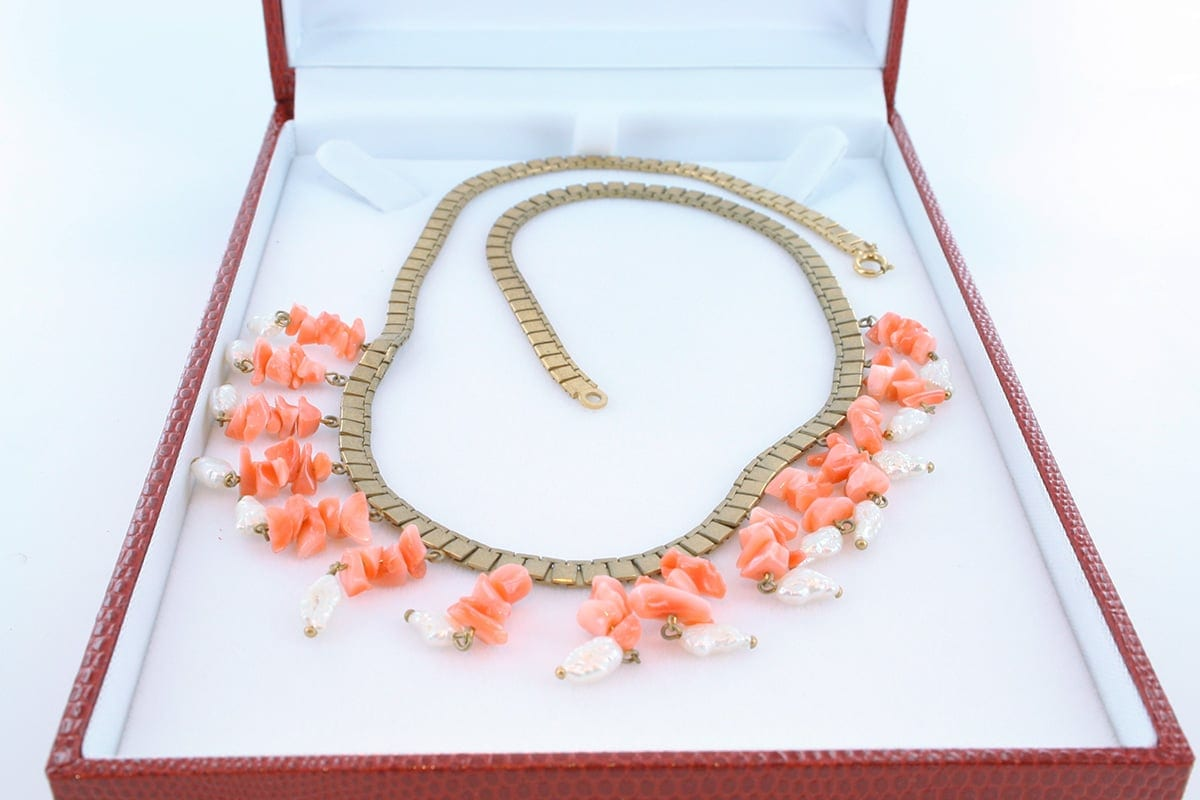 Collier en corail rose et plaqué or 015