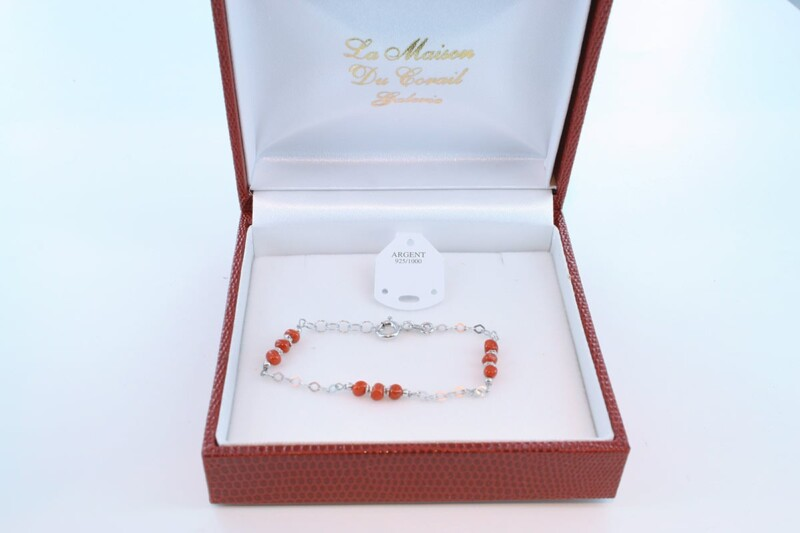 Bracelet en corail rouge véritable de Méditerranée et argent 925 par 1000 BR-CO-AR-049
