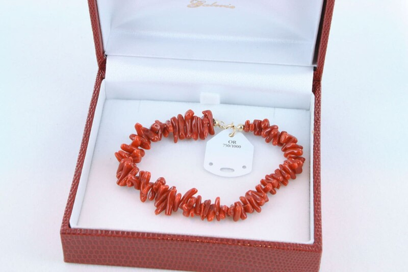 Bracelet en corail rouge et or 750 par 1000 BR-CO-OR-005