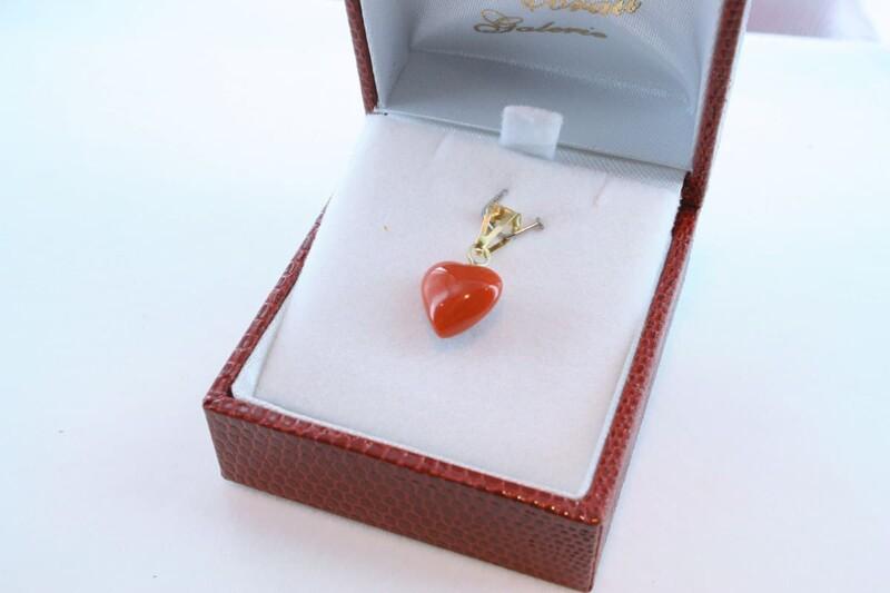 Pendentif en corail rouge et or 750 par 1000 PE-CO-OR-011