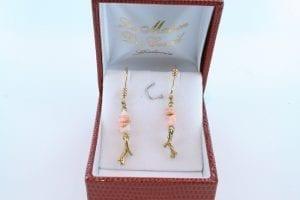 Boucles oreilles en corail rose et plaque or BO-CO-RO-001