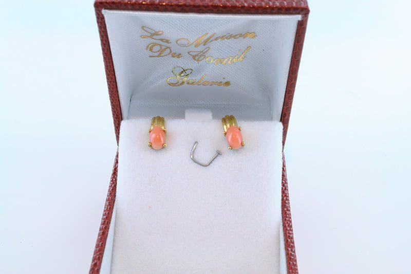 Boucles oreilles en corail rose et plaque or BO-CO-RO-003