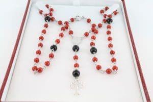 pendentif et sa chaine en corail rouge et argent 005
