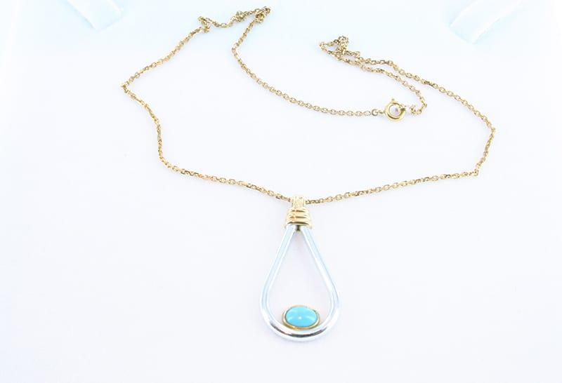 collier en turquoise et plaque or 008