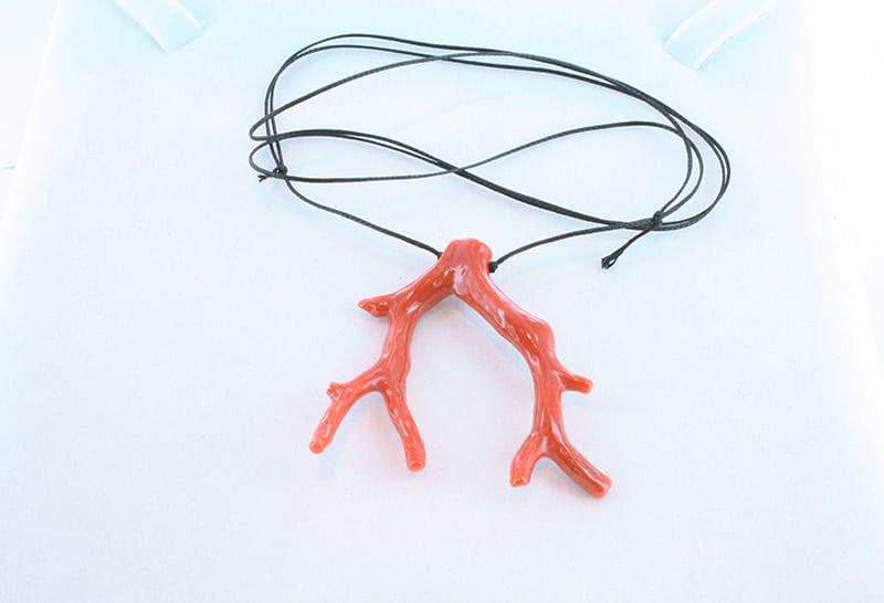 collier ajustable en corail deux branches 039