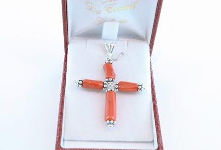 croix en corail rouge et argent 037