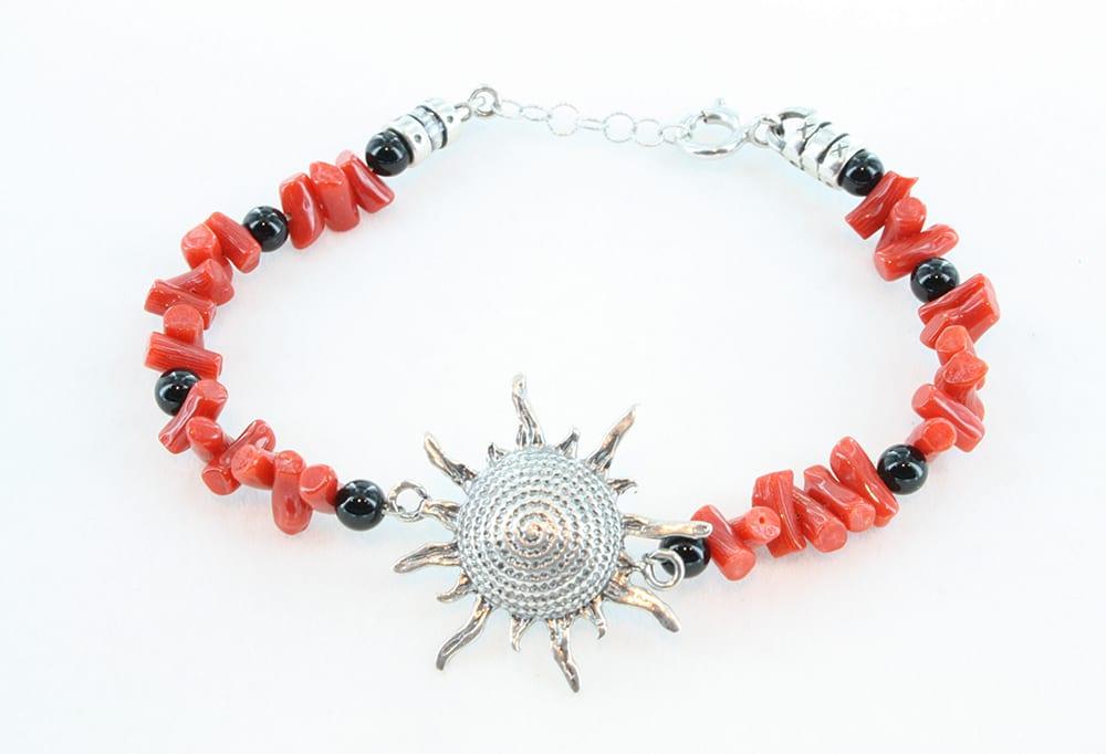 Bracelet en corail rouget et son soleil en métal argenté 072