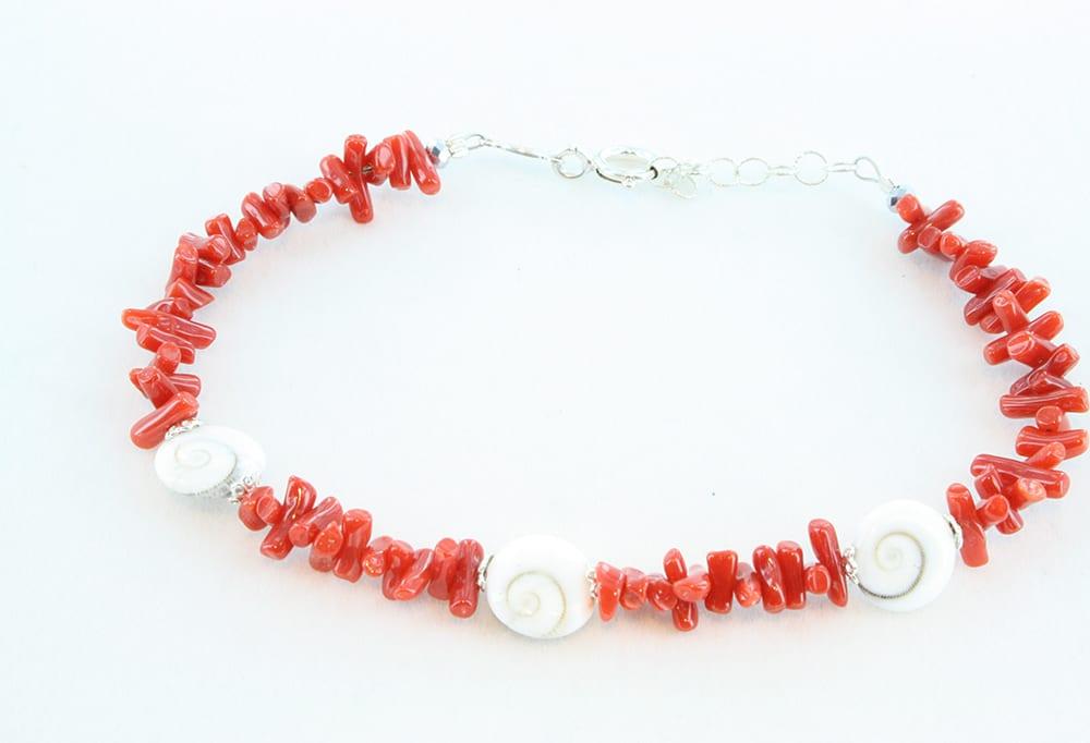 Bracelet en corail rouge et oeils de sainte lucie 078