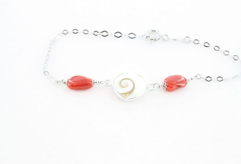 Bracelet corail rouge et oeil de sainte lucie 080