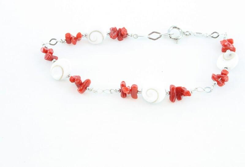 Bracelet corail rouge et oeils de sainte lucie 081