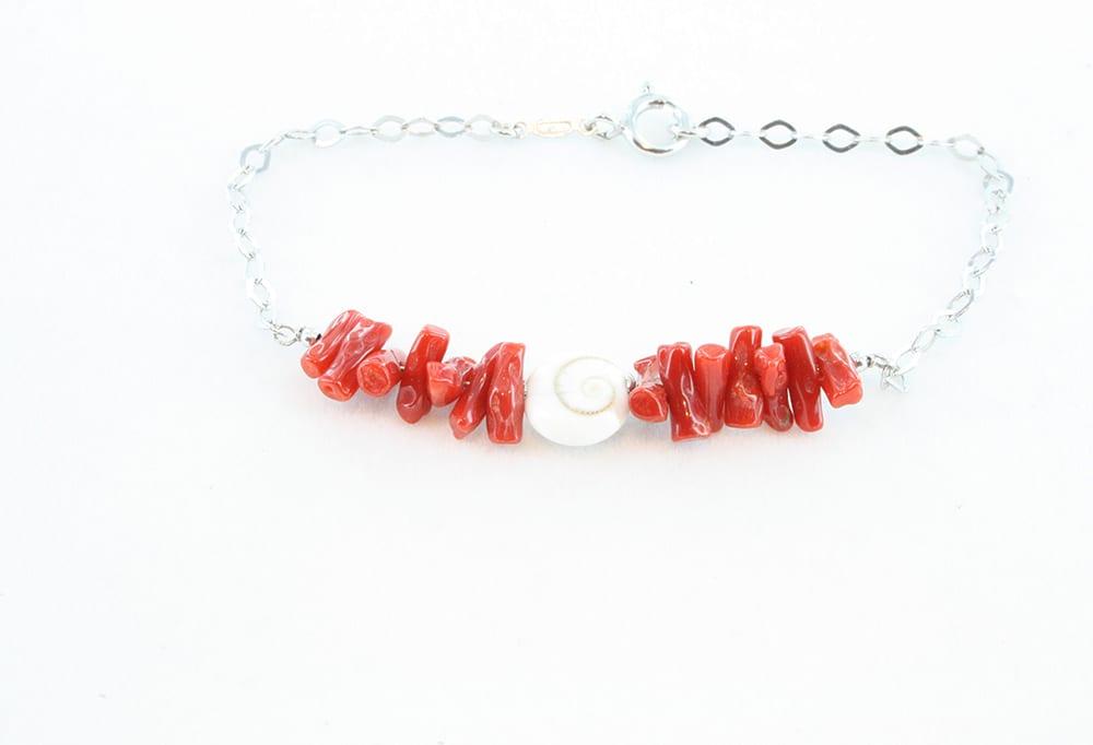 Bracelet corail rouge, oeil de sainte lucie 082