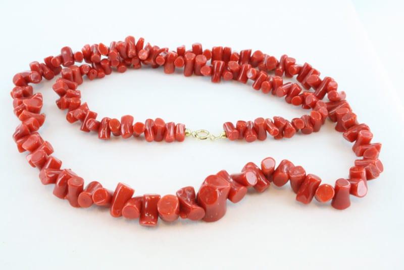 Collier en corail rouge de premier et or CO-CO-OR-017